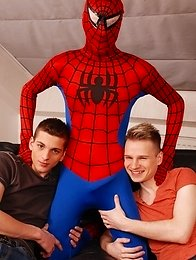 Gang Bang: Dick Smolderingly Hot Threesome As Spiderman Fucks & Creams Two Horny Twinks!